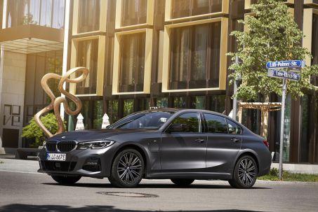 Image 1: BMW 3 Series Saloon 330E M Sport 4dr Auto [plus Pack]