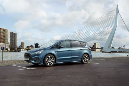 Video Review: Ford S-MAX Diesel Estate 2.0 Ecoblue Titanium 5dr