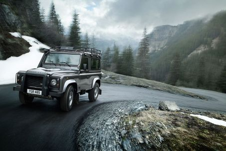 Video Review: Land Rover Defender Estate 2.0 P300 SE 110 5dr Auto