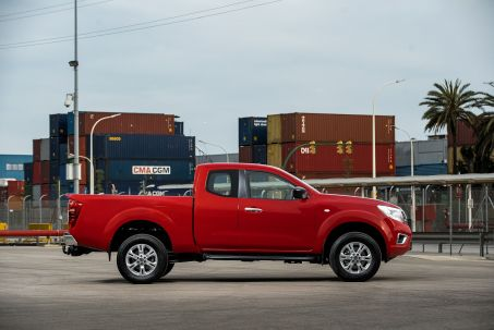 Video Review: Nissan Navara Diesel King CAB Chassis Visia 2.3DCI 163 TT 4WD
