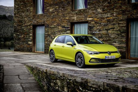 Video Review: Volkswagen Golf Diesel Hatchback 2.0 TDI 150 R-Line 5dr DSG