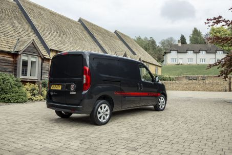 Video Review: Fiat Doblo Cargo L1 Diesel 1.3 Multijet 16V 95 Crew VAN Start Stop
