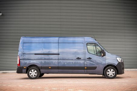 Video Review: Renault Master ZE MWB Electric ML31 57KW Business LOW Roof Platform CAB Auto