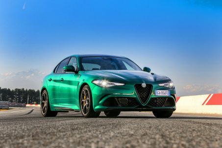 Video Review: Alfa Romeo Giulia Saloon 2.9 V6 Biturbo Quadrifoglio 4dr Auto [ACC]