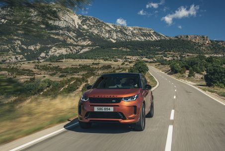 Video Review: Land Rover Discovery Sport Diesel SW 2.0 D165 R-Dynamic SE 5dr Auto