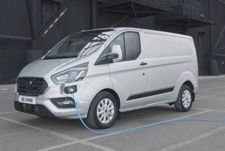 Video Review: Ford Transit Custom 320 L1 Petrol FWD 1.0 Ecoboost Phev 126PS L/RF Kombi Trend VAN Auto