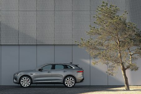 Video Review: Jaguar F-Pace Diesel Estate 2.0 D165 S 5dr Auto AWD