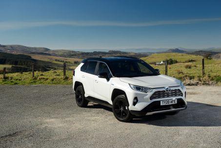 Video Review: Toyota RAV4 Estate 2.5 VVT-I Hybrid Design 5dr CVT 2WD