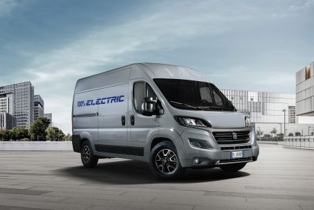Video Review: Fiat E-Ducato 35 Xlwb 90KW 47KWH H3 VAN Auto [50KW CH]