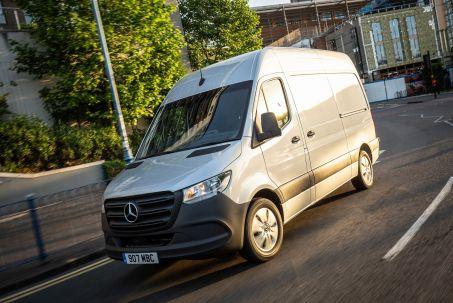 Video Review: Mercedes-Benz Sprinter 214CDI L1 Diesel FWD 3.0T H1 Pure VAN