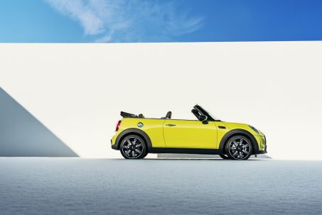 Video Review: Mini Convertible 2.0 Cooper S Sport 2dr Auto
