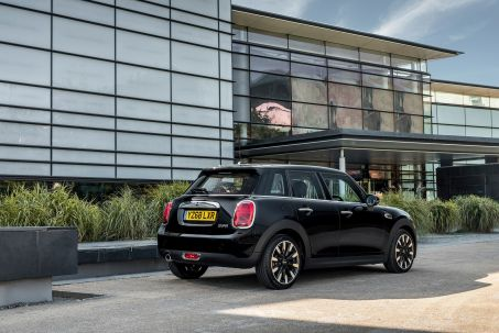 Video Review: Mini Hatchback 1.5 ONE Classic 5dr [comfort Pack]
